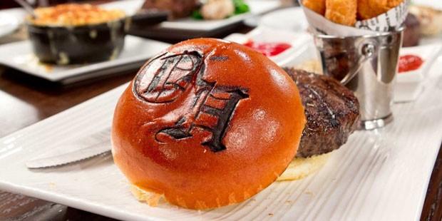 O The Old Homestead Steakhouse serve o melhor sanduíche com fritas de Nova York (Foto: Divulgação)