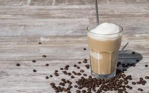 Coquetel gelado de café com morango
