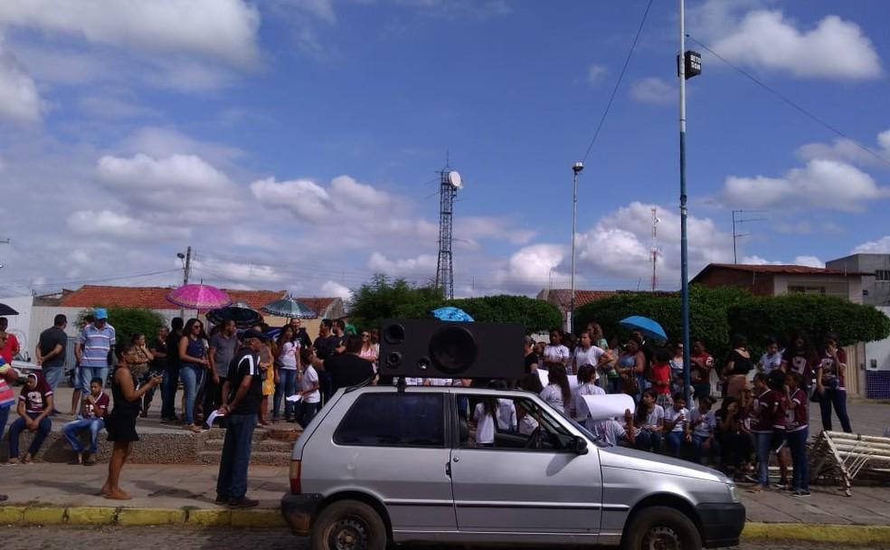 Manifestação no município de Terra Nova contou com adesão de estudantes e professores — Foto: Vaneilson Gomes/ Arquivo pessoal