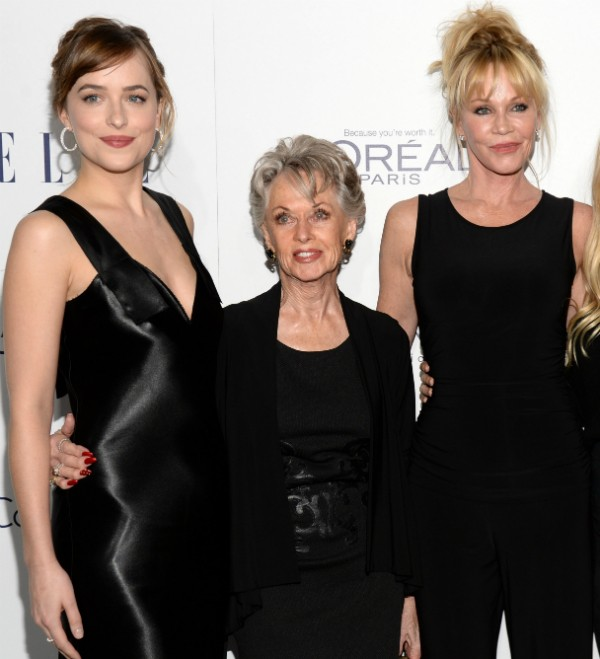 Dakota Johnson com a avó, Tippi Hedren, e a mãe, Melanie Griffith (Foto: Getty Images)