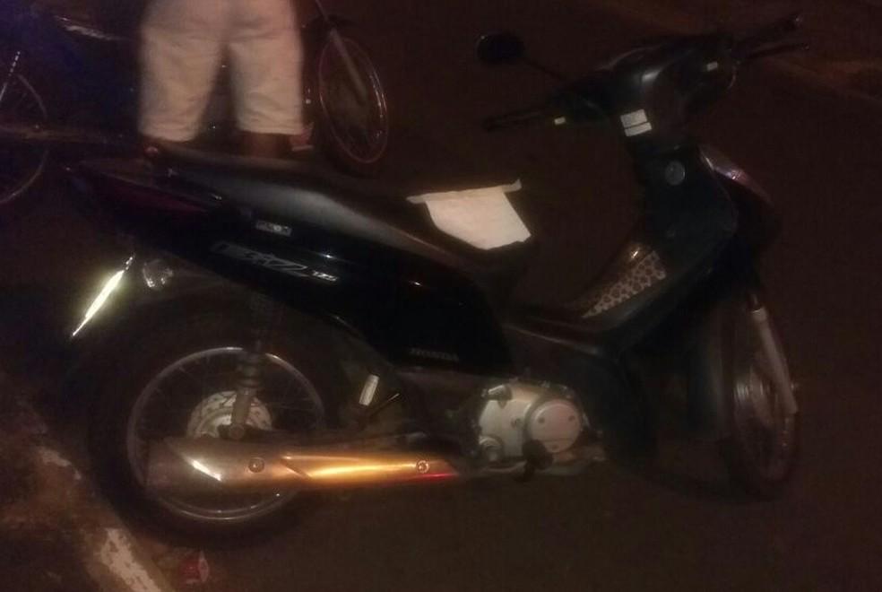 Moto foi encontrada pela polícia (Foto: PM/Divulgação)