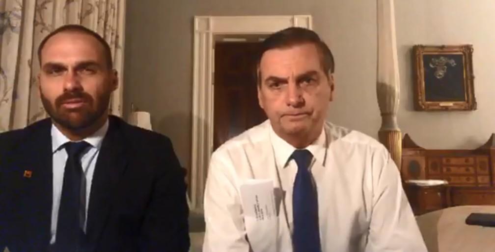 Bolsonaro faz transmissão ao vivo pela internet na Blair House, no complexo da Casa Branca — Foto: Reprodução, rede social