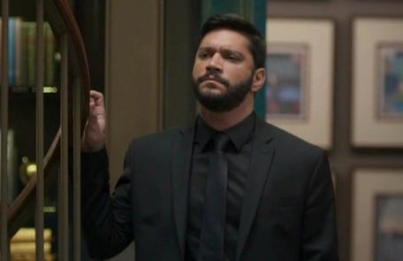 Na quinta-feira (7), Diogo (Armando Babaioff) repreenderá Gisele (Sheron Menezzes) e Yuri (Marcello Melo Jr.) ao vê-los se beijando na Editora TV Globo
