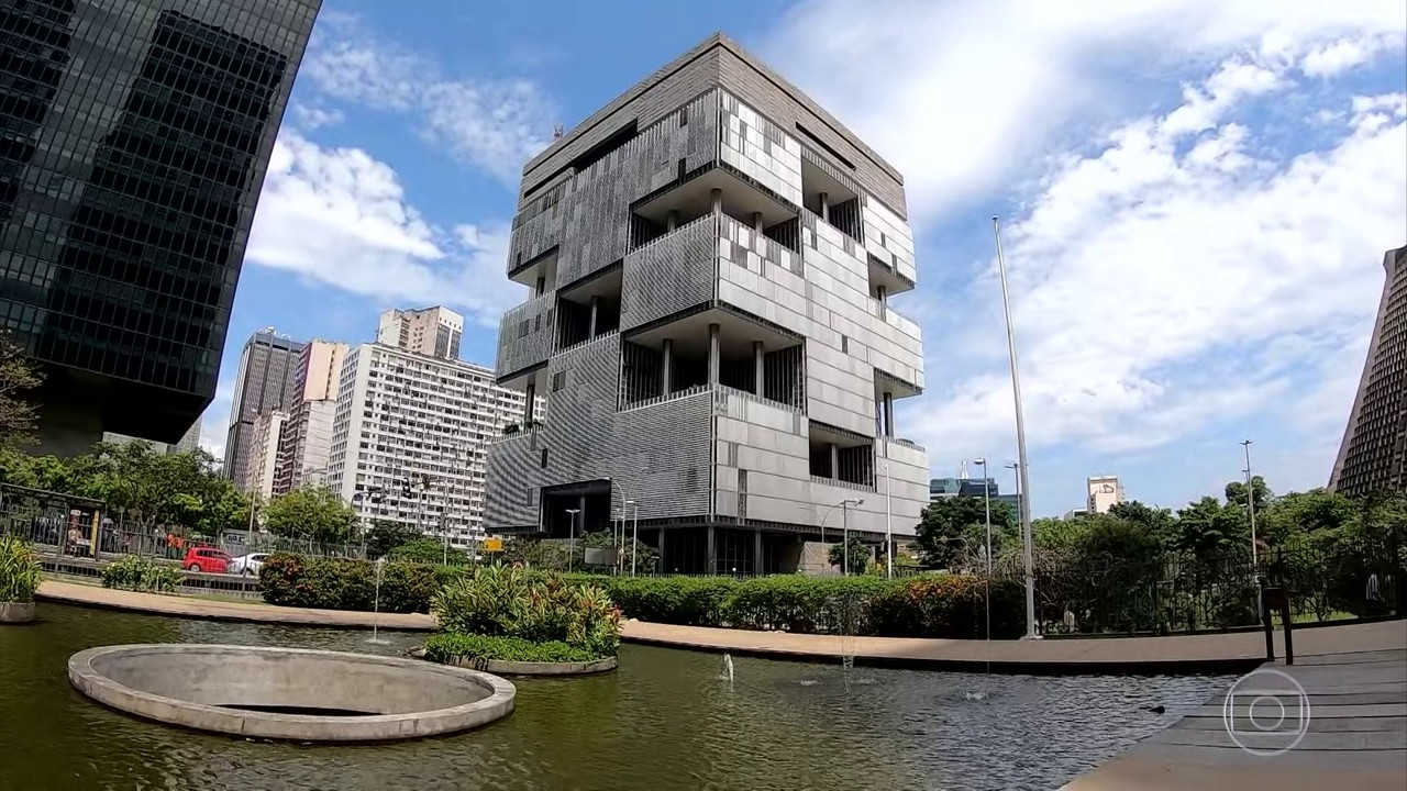 Quatro integrantes do conselho de administração da Petrobras pedem para deixar cargos