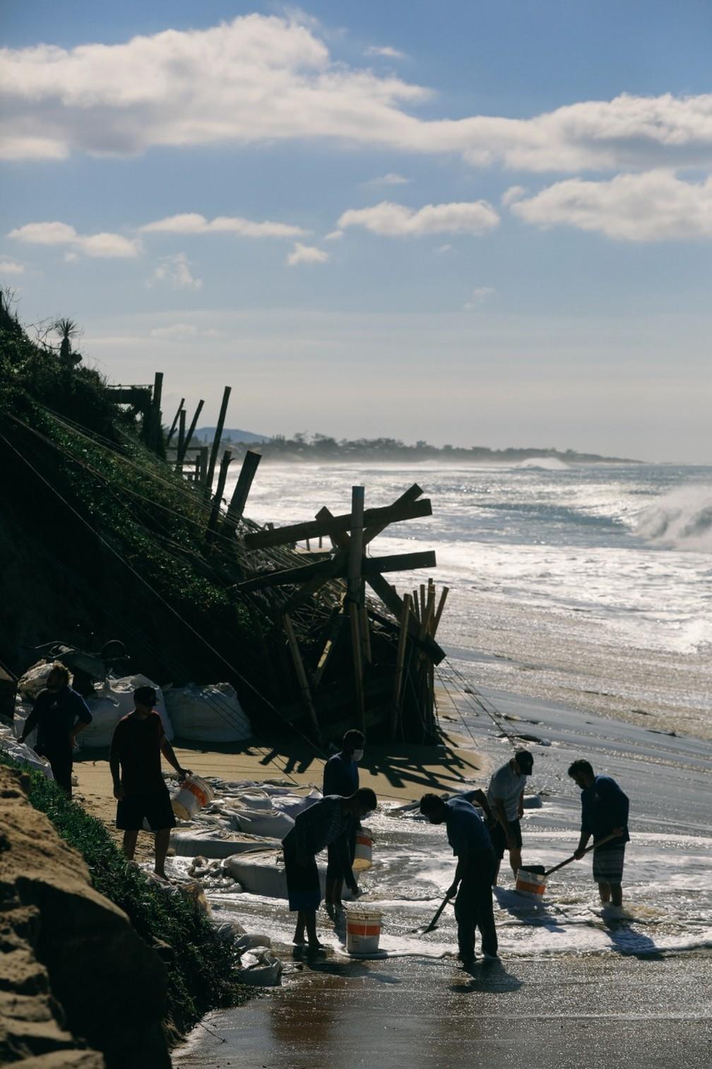 Ressaca pode piorar degradação no local — Foto: Diogenes Pandini/NSC