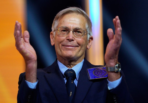 FAYETTEVILLE, AR - JUNE 1: Jim Walton claps at the Walmart shareholders meeting event on June 1, 2018 in Fayetteville, Arkansas. The shareholders week brings thousands of shareholders and associates from around the world to meet at the company's global he (Foto: Rick T. Wilking/Getty Images)