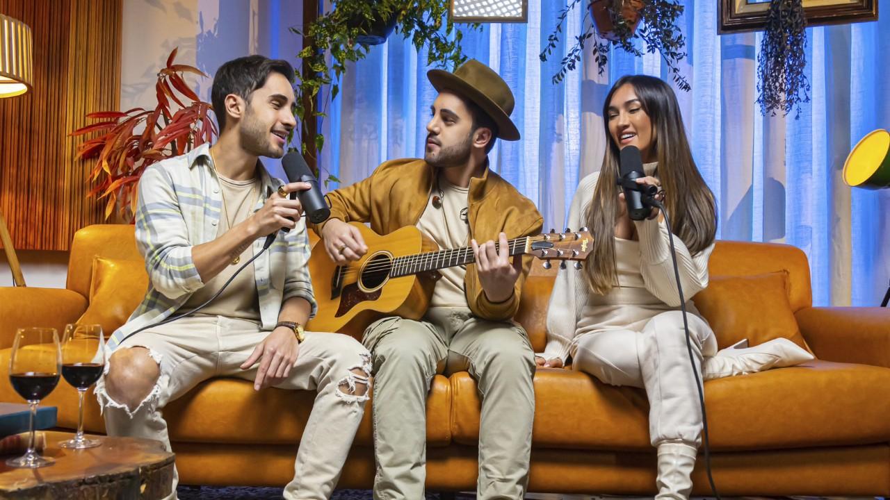 Melim potencializa vocação das canções de Djavan para o barzinho no álbum 'Deixa vir do coração'