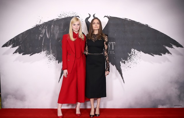 "LONDON, ENGLAND - OCTOBER 10: Elle Fanning and Angelina Jolie attend a photocall for ""Maleficent: Mistress of Evil"" at Mandarin Oriental Hotel on October 10, 2019 in London, England. (Photo by Mike Marsland/WireImage) (Foto: Mike Marsland/WireImage)"