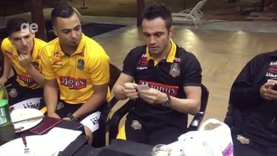Falcão ataca de mágico e diverte elenco do Sorocaba Futsal; veja o vídeo