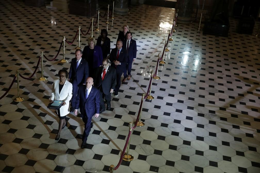 Deputados democratas levam processo de impeachment contra Trump ao Senado dos EUA nesta quarta-feira (15)  — Foto: Jonathan Ernst/Reuters