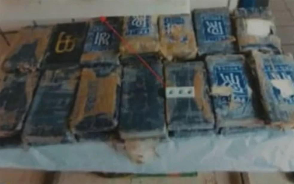 Droga foi encontrada em praia de Nova Viçosa — Foto: Reprodução/TV Bahia