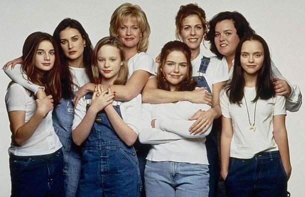A atriz Demi Moore em foto com o elenco do clássico Agora e Sempre (1995) (Foto: Reprodução)