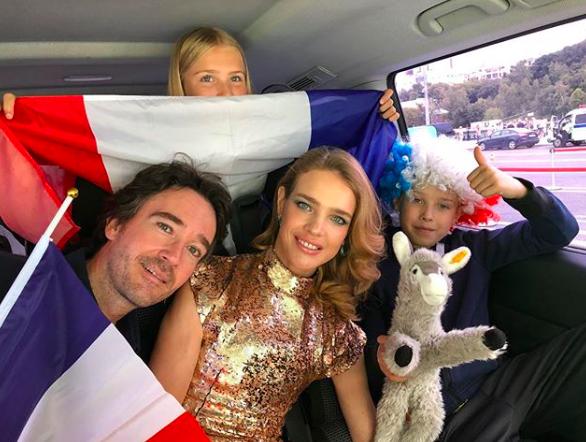 Natalia indo para o estádio com a família (Foto: Reprodução/Instagram)