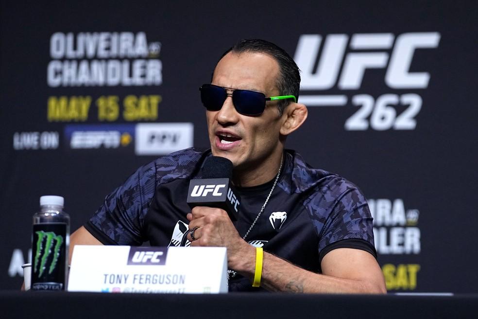 Tony Ferguson disparou contra o rival Beneil Dariush na coletiva do UFC 262 — Foto: Josh Hedges/Zuffa LLC