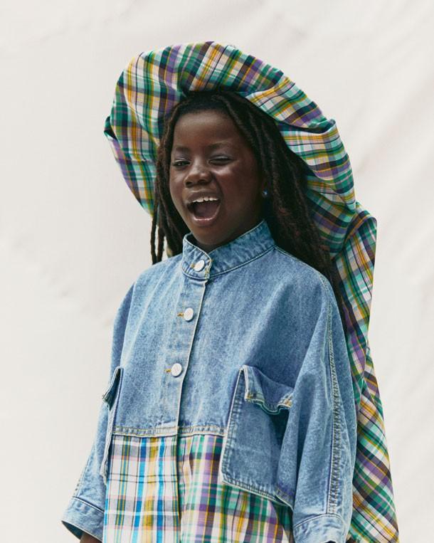 Títi tem sete anos e é a filha mais velha dos atores (Foto:  MAR+VIN/Divulgação Harper's Bazaar Kids)