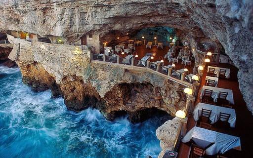 Restaurante dentro de caverna tem vista de tirar o fôlego