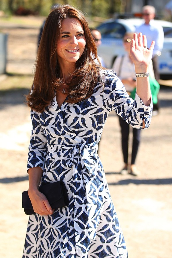 Kate Middleton vestindo o icônico wrap dress da DVF (Foto: Getty Images)
