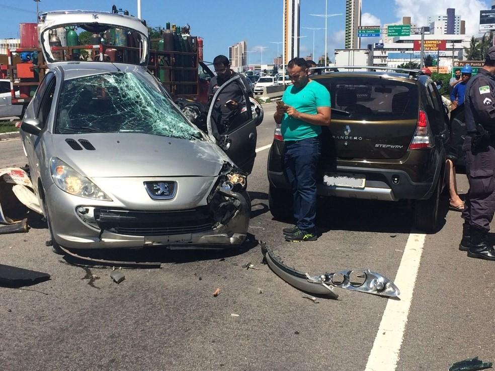 Motociclista morreu em acidente na BR-101, em Natal (Foto: Arthur Salvação/G1)