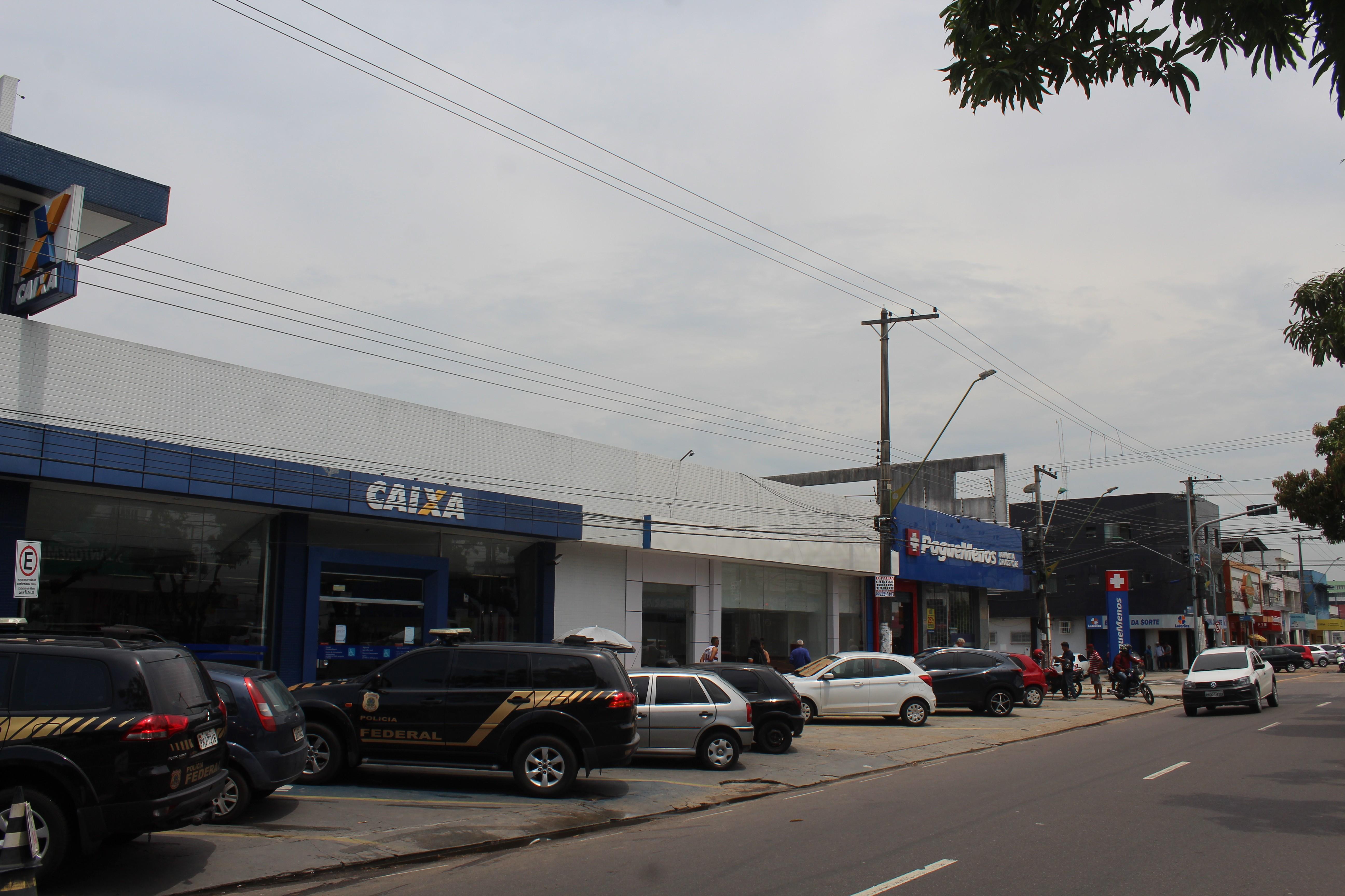 Suspeitos invadem prédio e arrombam cofre de agência bancária na Cachoeirinha, em Manaus - Notícias - Plantão Diário