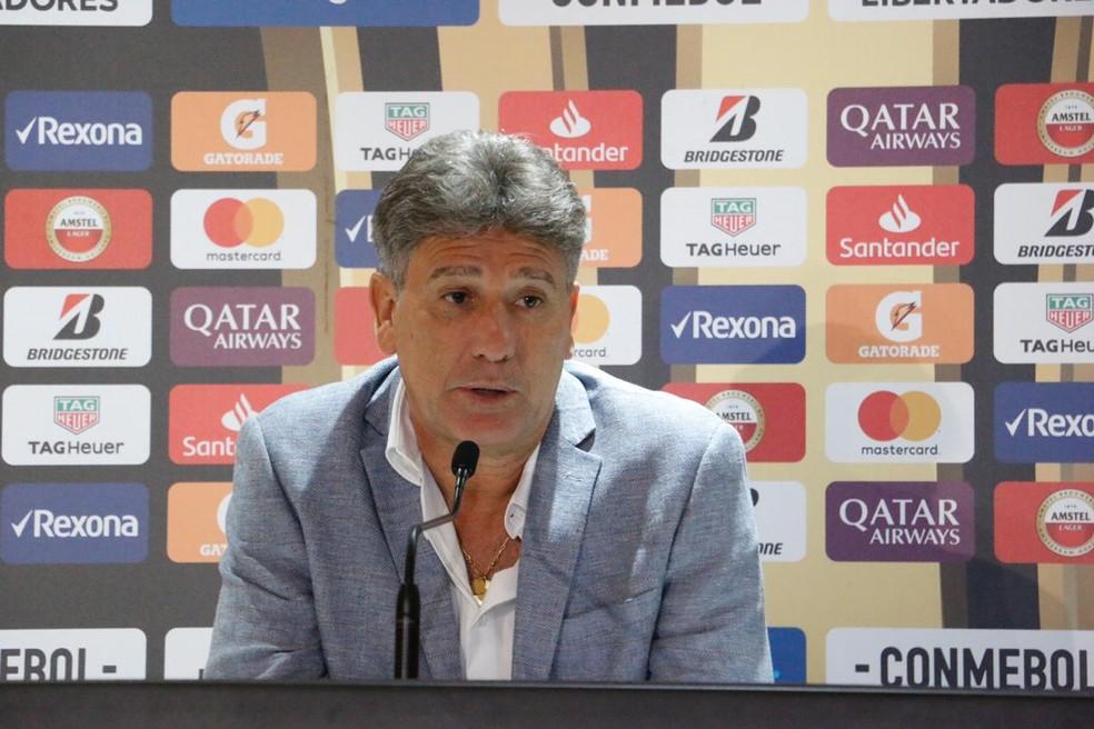 Renato Gaúcho comandou o time para assegurar a classificação em segundo no Grupo H — Foto: Eduardo Moura / GloboEsporte.com