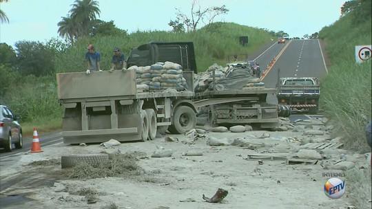 Acidente entre carro e caminhão mata mulher em rodovia entre Itirapuã e Capetinga