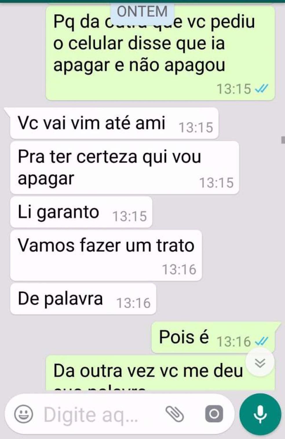 Troca de mensagens entre o suspeito e a vítima foi divulgada pela polícia — Foto: Divulgação