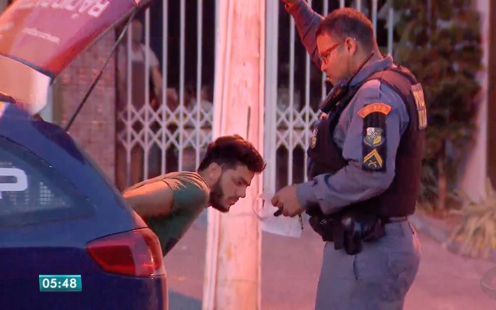 Motorista que atropelou manobrista estava embriagado e foi preso em flagrante (Foto: Reprodução/TVCA)