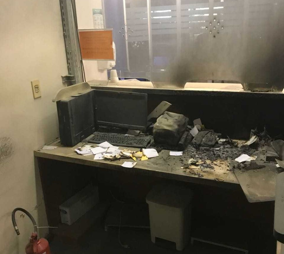 Guichê de atendimento da emergência do Hospital Bruno Born é destruída por incêndio (Foto: Divulgação/Hospital Bruno Born)