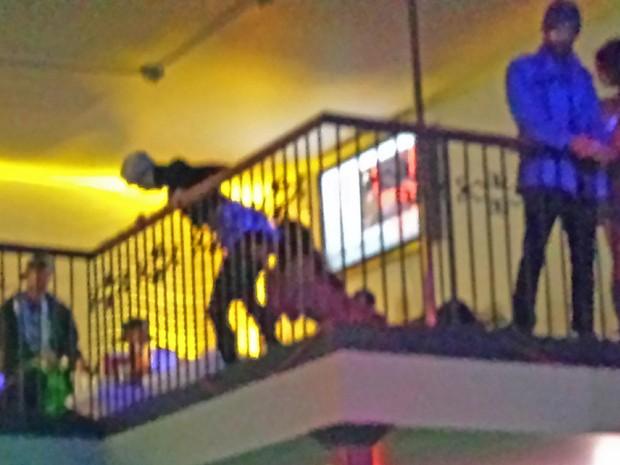 Miley Cyrus em clube de stripper em Los Angeles, nos Estados Unidos (Foto: Grosby Group/ Agência)