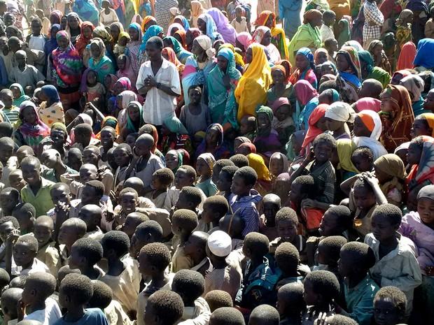 Deslocados sudaneses em Sortoni, no norte do país; eles foram obrigados a deixar suas casas por causa dos fortes combates em Jebel Marra, em Darfur (Foto: Zurab Elzarov/Unamid/AFP)