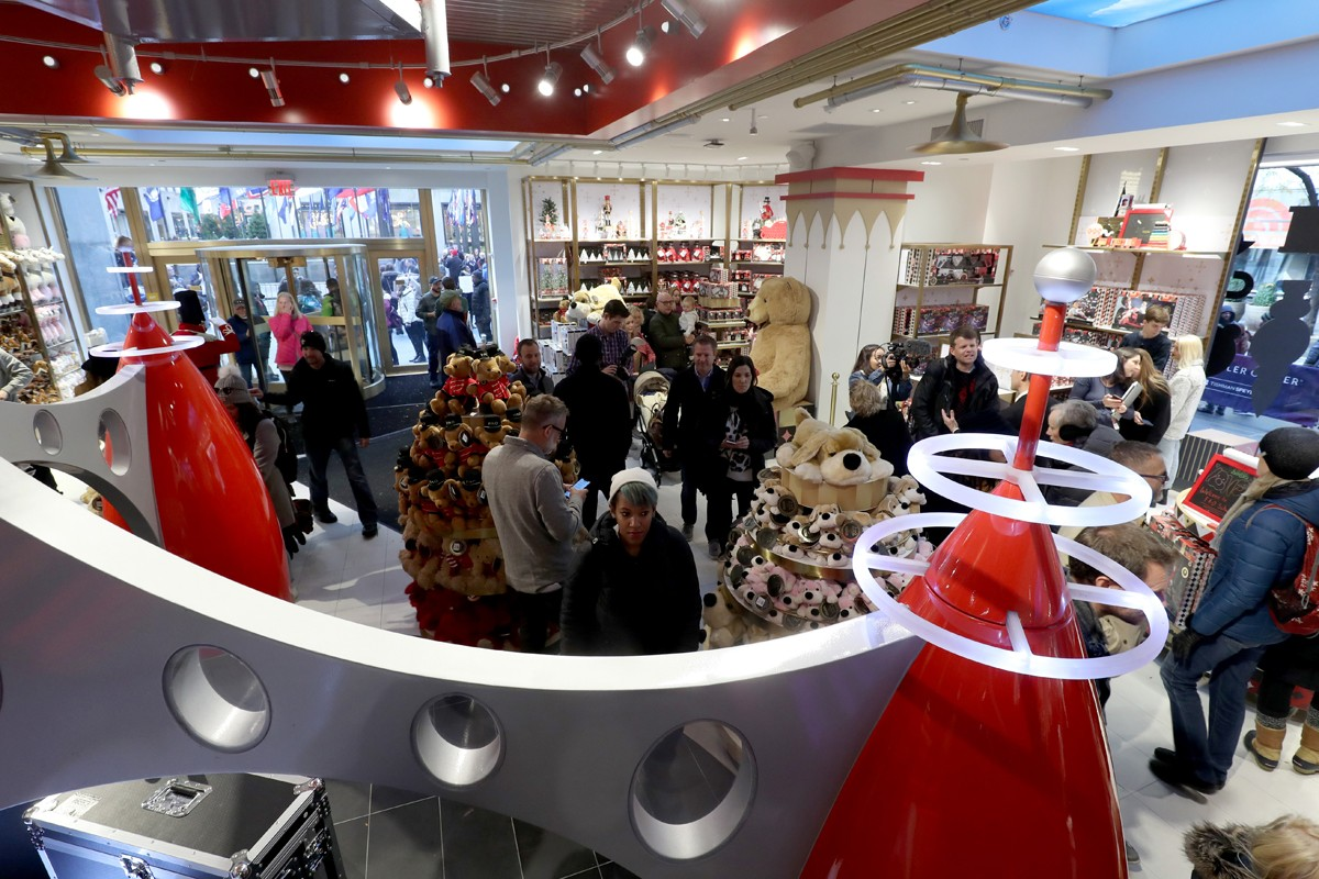 NEW YORK, NY - NOVEMBER 16:  Guests attend as FAO Schwarz Opens Flagship Store In New York City At 30 Rockfeller Plaza on November 16, 2018 in New York City.  (Photo by Cindy Ord/Getty Images for FAO Schwarz) (Foto: Getty Images for FAO Schwarz)