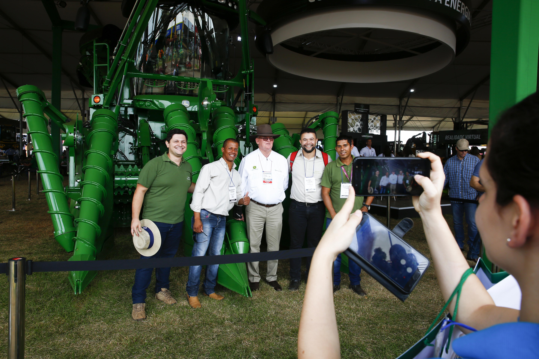 nevile-toft-colhedora-cana-colheitadeira-máquina (Foto: Joel Silva/Ed.Globo)