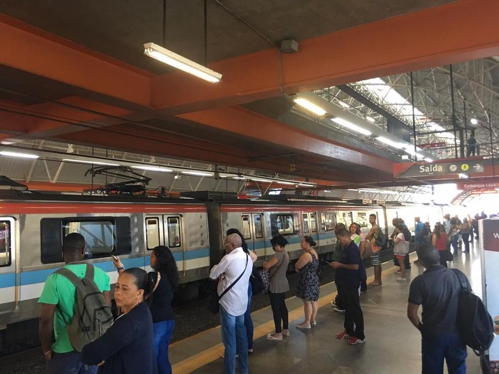 Movimento tranquilo na Estação Acesso Norte em dia de paralisações em Salvador — Foto: Phael Fernandes/ G1