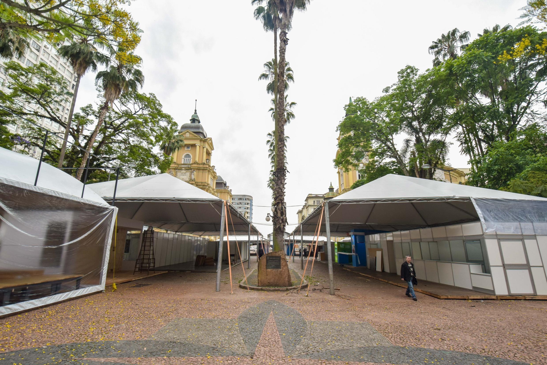 Bancas da Feira do Livro de Porto Alegre podem ficar sem cobertura por falta de patrocínio da Câmara, diz organização
