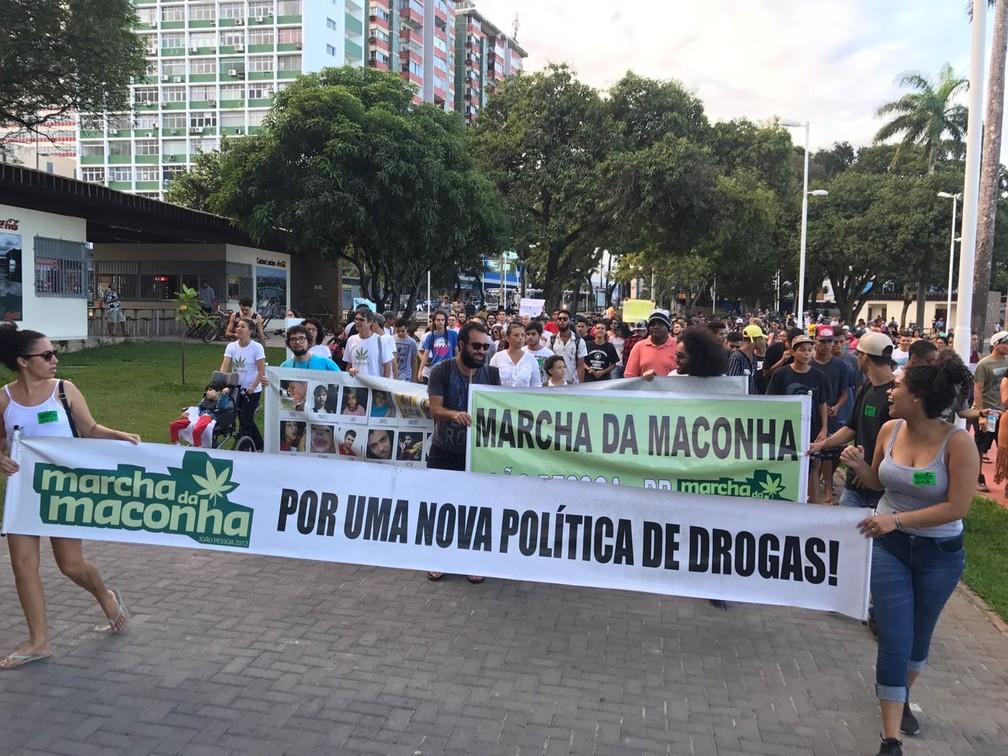 'Marcha da Maconha' em João Pessoa reinvidica nova política de drogas (Foto: Walter Paparazzo/G1)
