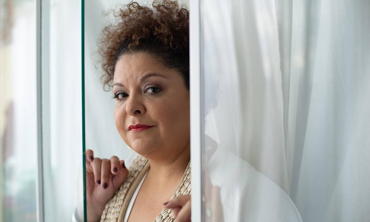 Fabiana Cozza louva 'Senhora negra' em single sublime que anuncia álbum com saudações a divindades | Blog do Mauro Ferreira