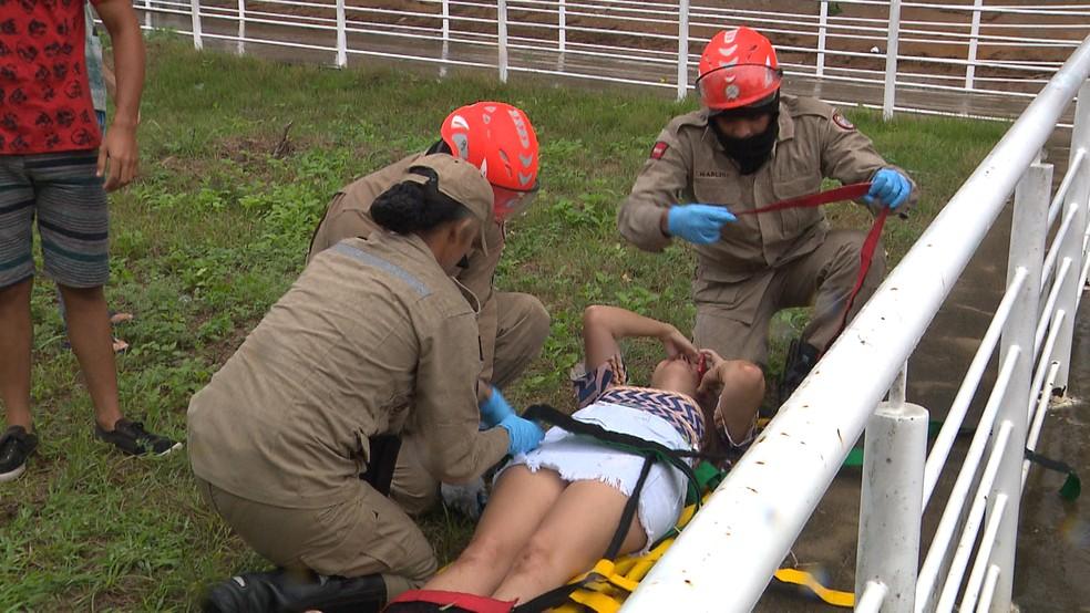 Bombeiros foram acionados para socorrer estudantes feridos durante tiroteio na UEPB, em Campina Grande — Foto: Reprodução/TV Paraíba