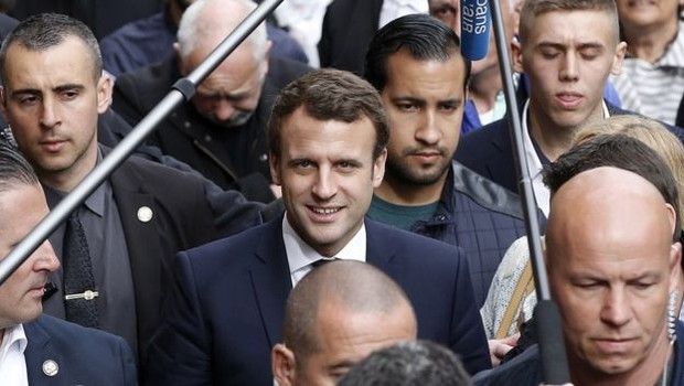 Benalla foi contratado como responsável da segurança do movimento Em Marcha! de Macron (Foto: EPA via BBC)