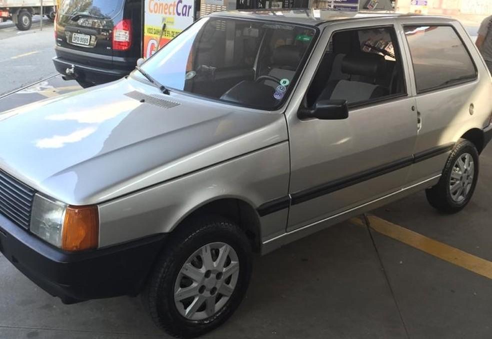 O Uno só sai da garagem para fazer manutenções eventuais, conduzido pela única pessoa autorizada a guiá-lo — Foto: Arquivo Pessoal