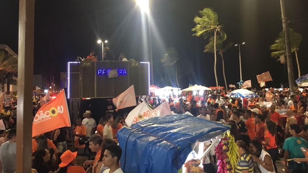 Festa da vitória de João Azevedo (PSB) acontece na orla de João Pessoa — Foto: Felícia Arbex/TV Cabo Branco