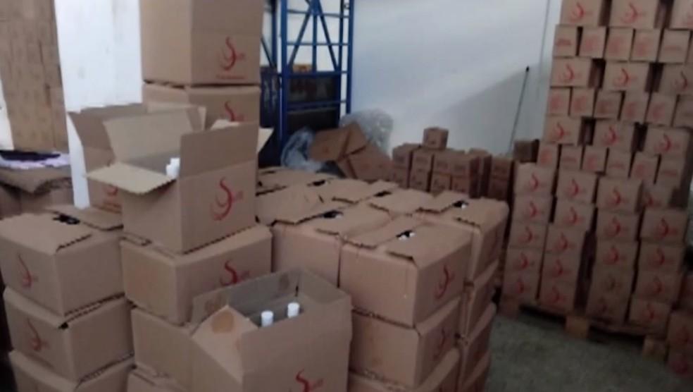 Fábrica clandestina de álcool em gel é fechada após ser descoberta por polícia em São Gonçalo dos Campos — Foto: Divulgação/TV Subaé