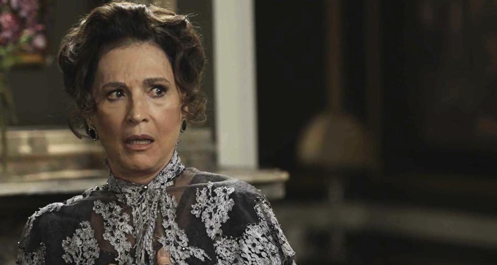 Lady Margareth fica em choque ao ser apresentada a Olegário  (Foto: TV Globo)