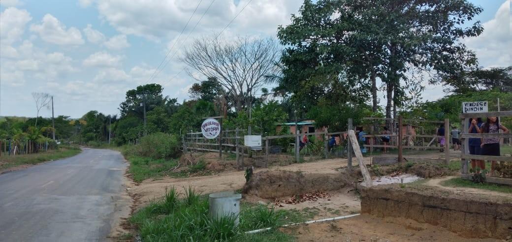 Casal morre eletrocutado após fio de alta tensão cair sobre rede de energia de casa em Manaus