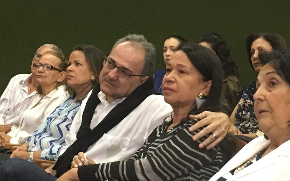 Pais da advogada Laís Fernanda Araújo Silva, morta em assalto em Goiânia, acompanham defesa póstuma da dissertação dela de mestrado  (Foto: Sílvio Túlio/G1)