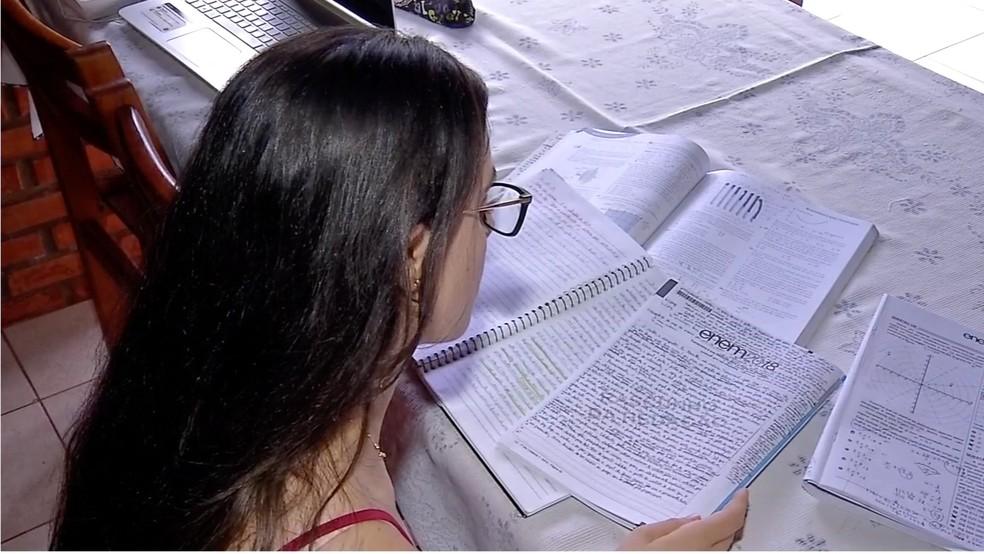 Ela estudava 12 horas por dia  — Foto: TVCA/ Reprodução