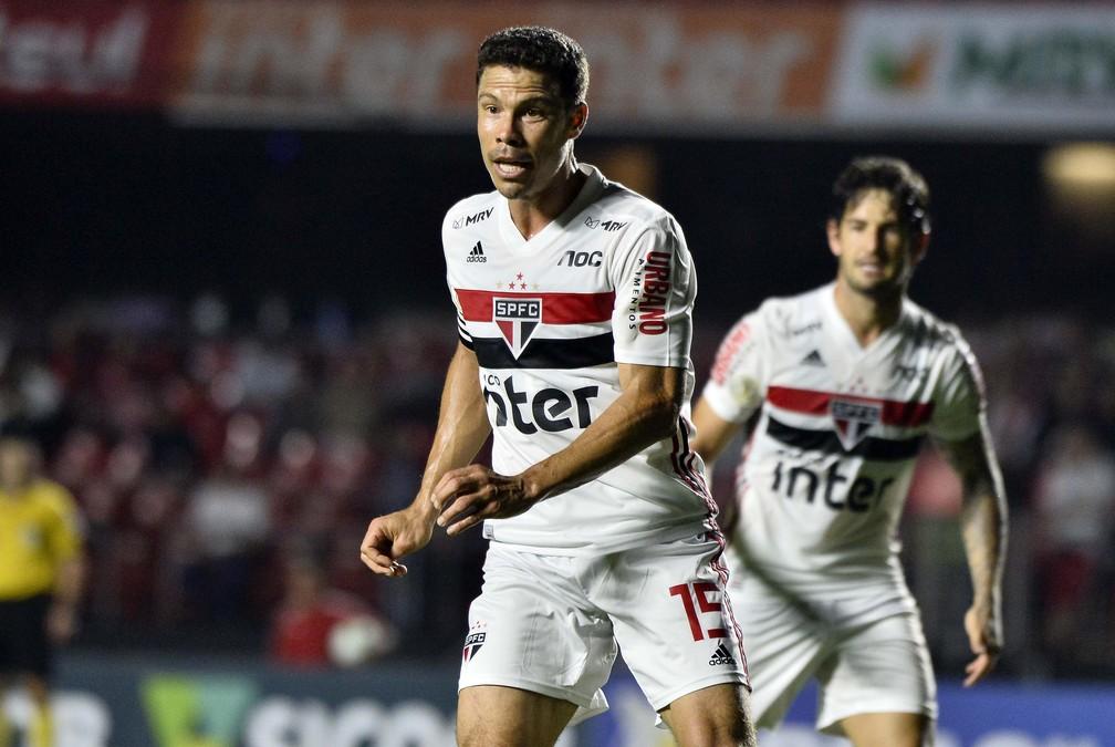 Hernanes admite que São Paulo jogou muito abaixo e cita vergonha em derrota — Foto: Marcos Ribolli