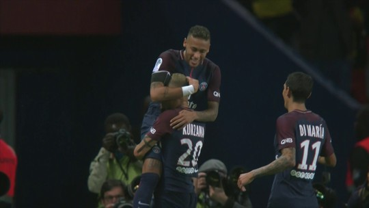 """Autor de golaço, Kurzawa se rende ao garçom Neymar: """"Ele é impressionante"""""""