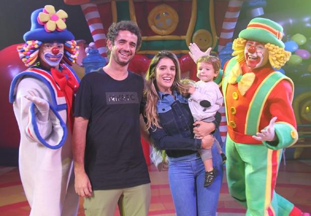 Felipe Andreoli, Rafa Brites e Rocco com a dupla de palhaços Patati Patatá (Foto: AgNews)