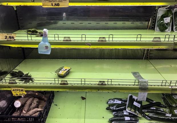 Vista de prateleiras vazias em supermercado no Rio de Janeiro após greve de caminhoneiros no país (Foto: EFE/Antonio Lacerda.)