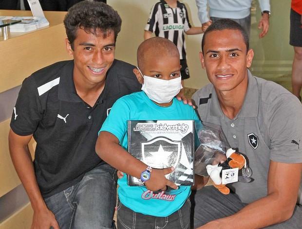 Renan Lucas Zen Botafogo Hospital da Criança (Foto: Divulgação SES / Marcelo Horn)
